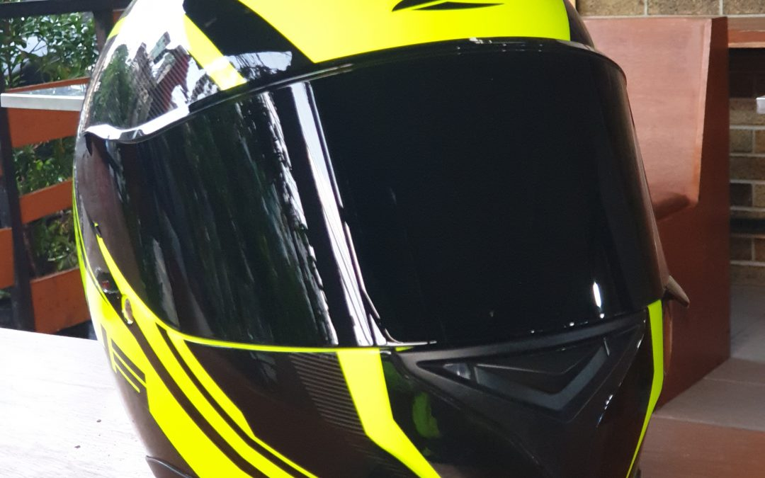 Review Helm Helm Zeus ZS822B